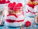 Рецепта Лесен и здравословен десерт с чия, кисело мляко, мед и малини